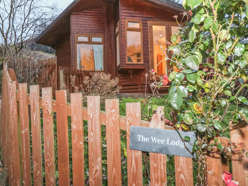 THE WEE LODGE, Dog-friendly, WiFi, Glendevon, location de vacances à Dunning
