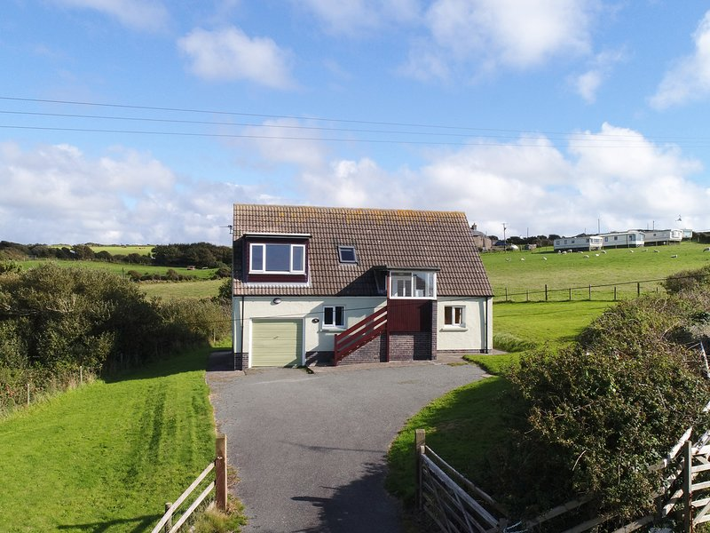 PRIMROSE COTTAGE, countryside, coast, Newgale, holiday rental in Newgale