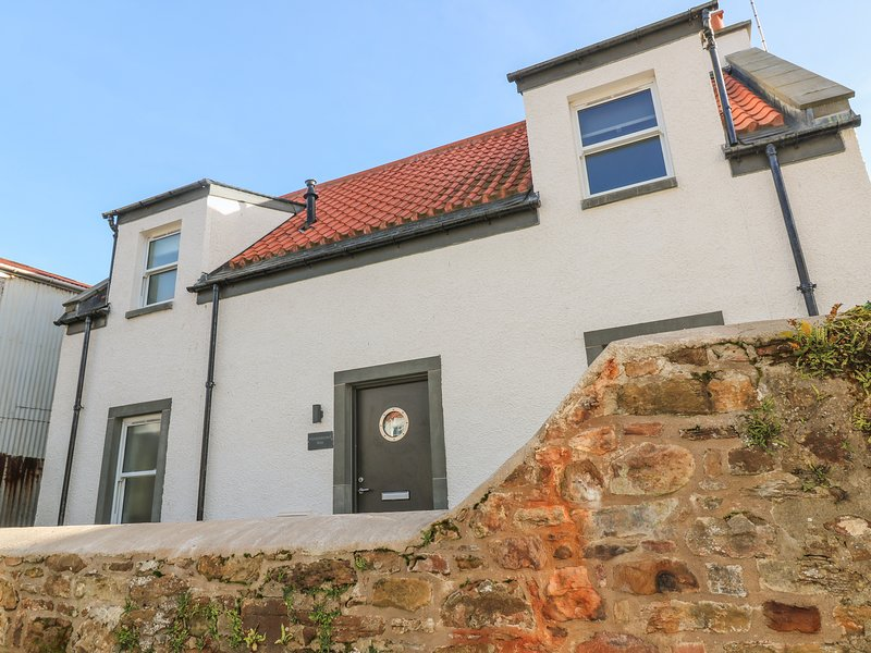 SANDPIPERS, 2 bedrooms, Modern furnishings, Crail, holiday rental in Crail