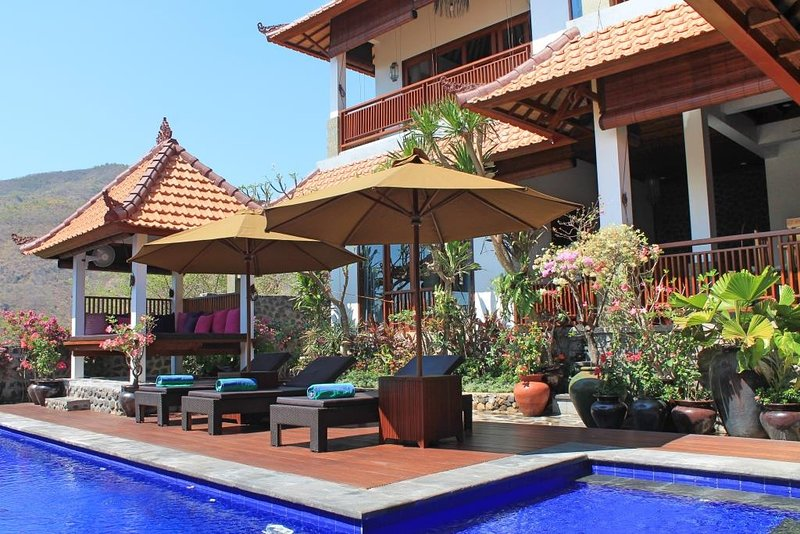 Villa Bukit Malas 4 - 4 Bedroom private villa with pool, seaview and breakfast, vacation rental in Bunutan