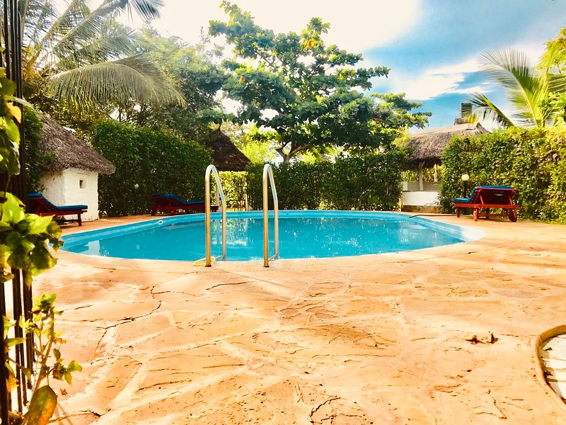Villa Holly sleeps 8+ with children friendely swimming pool ...., holiday rental in Msambweni