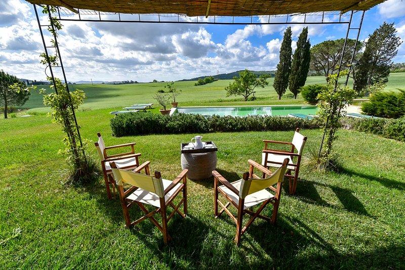 Casa di Pietra Villa Sleeps 18 with Pool and Air Con - 5692899, location de vacances à Giuncarico