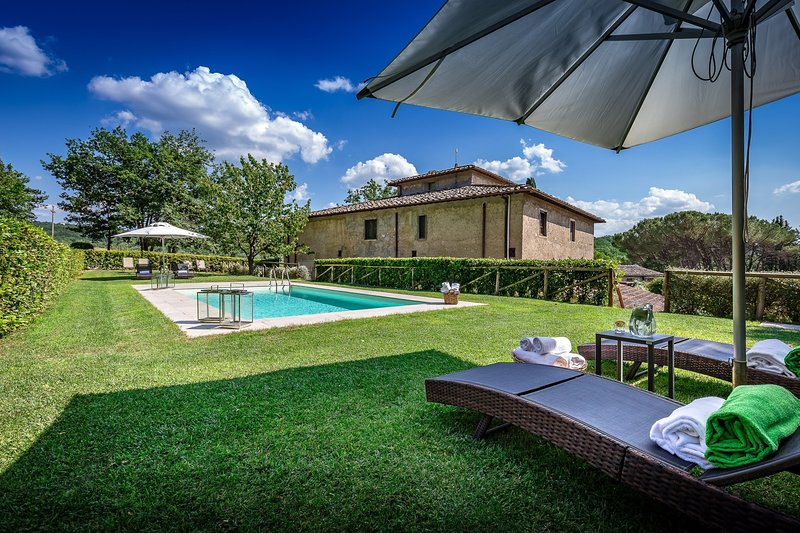 Fabbrica Villa Sleeps 12 with Pool Air Con and WiFi - 5226675, vacation rental in Sambuca