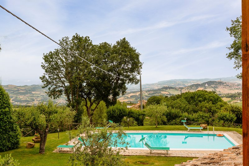 Izzalini Villa Sleeps 12 with Pool - 5716035, Ferienwohnung in Romazzano