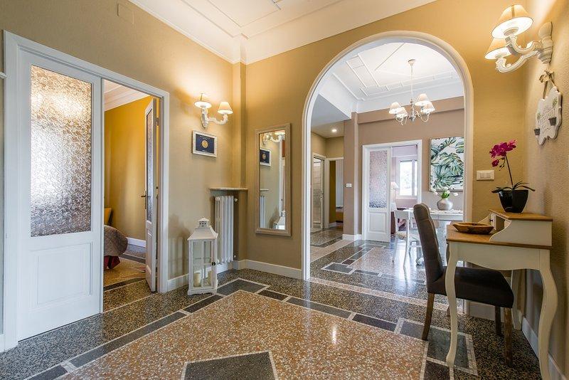 CASA VITTORIA : Romantic & Luxury apartment -Parking -WiFi, holiday rental in Rapallo