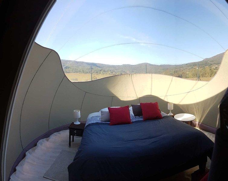 chambre bulle cathare expérimentez une nuit en bulle, holiday rental in Villetritouls