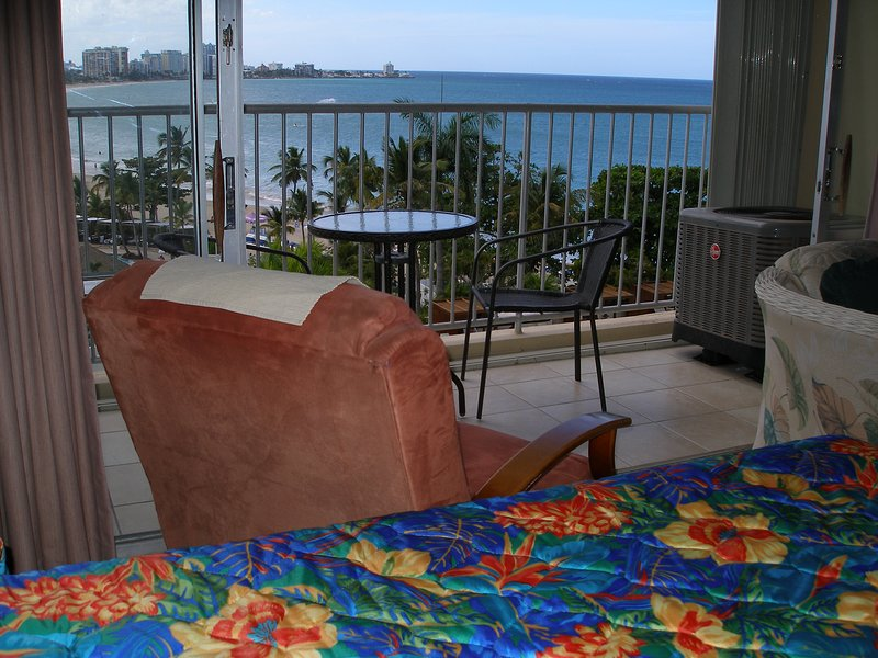 Recently Remodeled! Beach Front  2Q beds, WIFI, Free Parking - Full Ocean View, holiday rental in Isla Verde