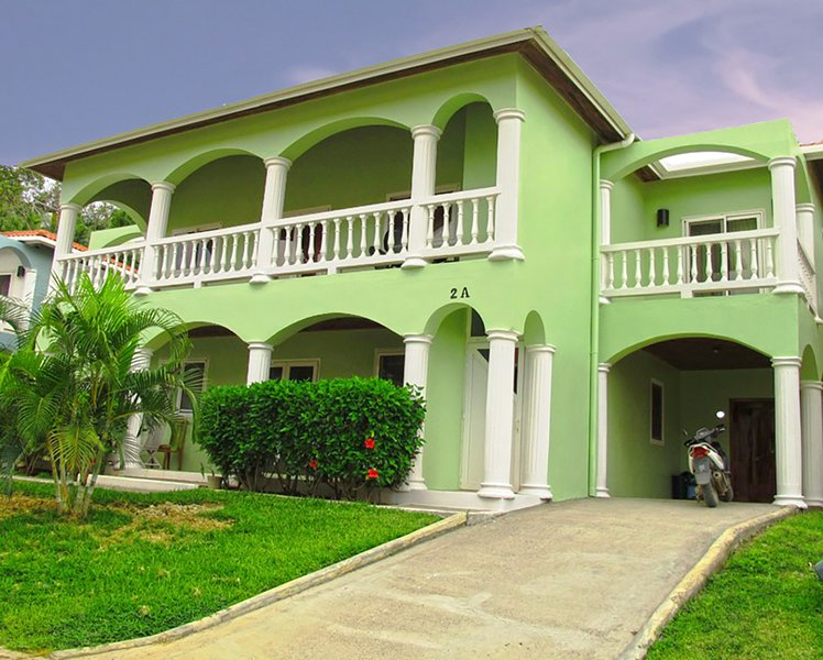 Parrotfish Villa, vacation rental in West End
