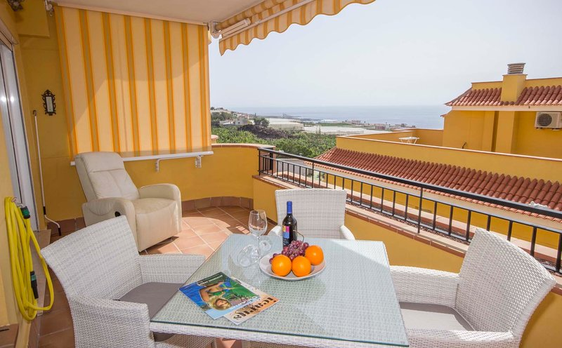 3-bedr, and 3-bath apartment with stunning views and private garage, vacation rental in Puerto de Santiago