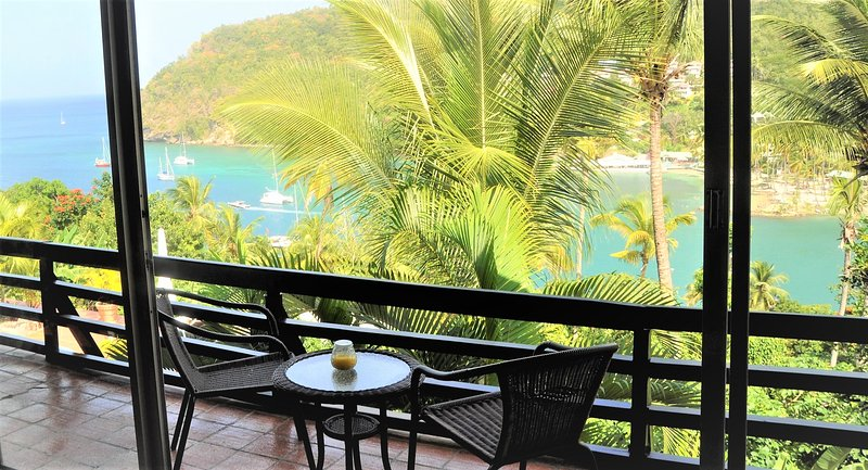 LUXURY WINDSOR APARTMENT AT MARIGOT PALMS, aluguéis de temporada em Marigot Bay