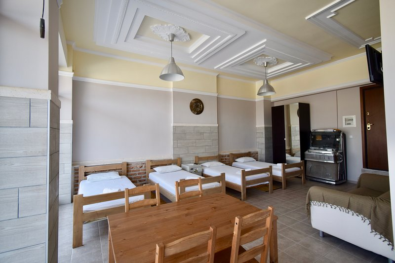 Comfort room on the sidewalk, holiday rental in Ampelokipoi