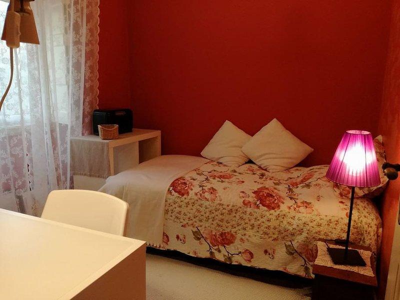 Cozy Room in a Town House near Belém, casa vacanza a Amadora