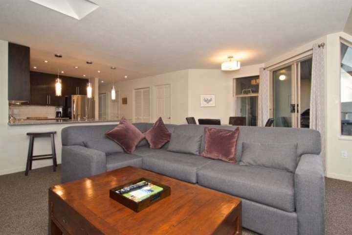 Professionally managed/cleaned by iTrip Vacations: NEW Furnishings + Reno's, Per, holiday rental in Whistler