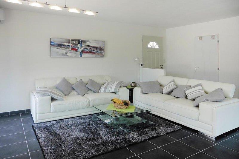 Villa Bonheur - Ferienhaus mit eigenem Pool, holiday rental in Cabasse