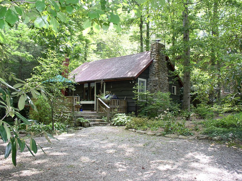 Creekstone Cabin - NC Mountain Cabin Sleeps 4 – semesterbostad i North Carolina Mountains