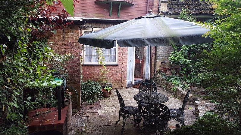 Self-contained , self-catering, one bedroom garden apartment for weekly rental., aluguéis de temporada em Beckenham
