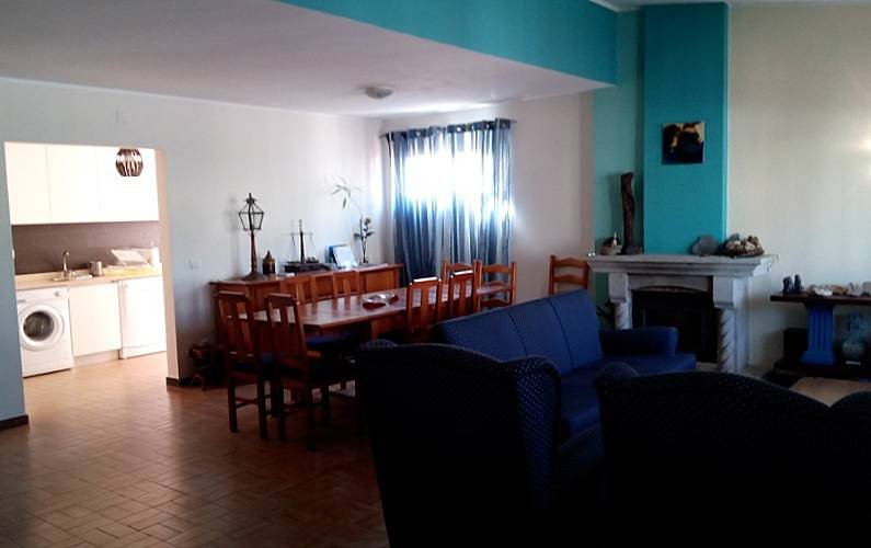 House with 5 bedrooms only 200 meters from the beach, location de vacances à Mindelo