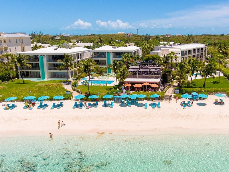 Ocean Front 'walk out'  with huge wrap around balcony, holiday rental in Providenciales