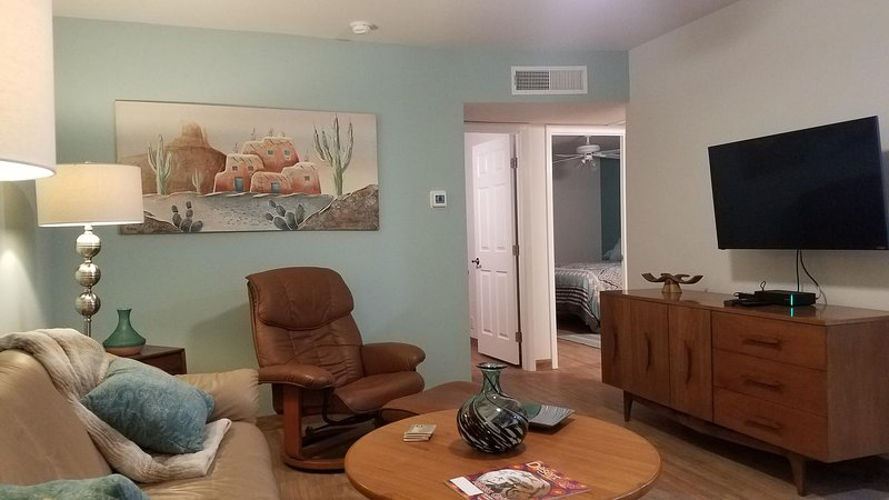 Living Room with 43' Smart TV