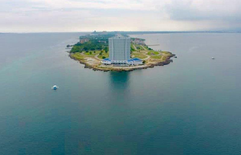 Dreamlike ARTERRA Hotel-Apartment CEBU MACTAN FULL OceanVIEWS, holiday rental in Lapu Lapu
