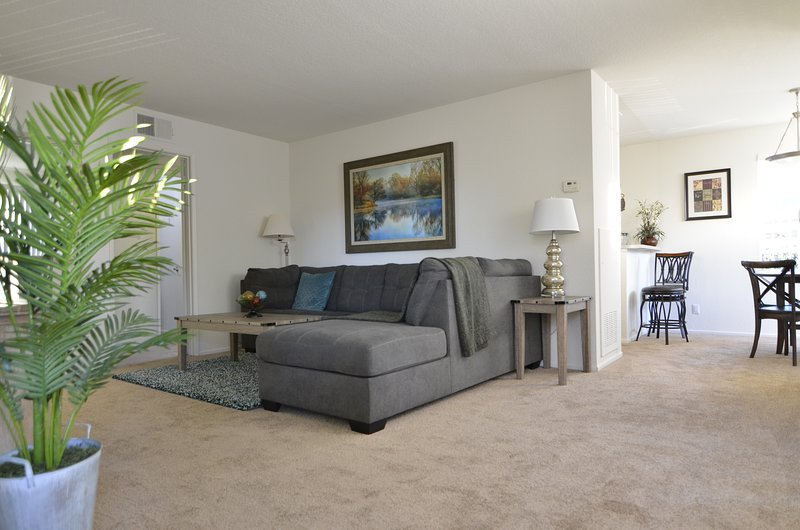 Nice Comfortable! Entire Home, 1 Bed, 1 Bath Sleeps 6, vacation rental in Costa Mesa