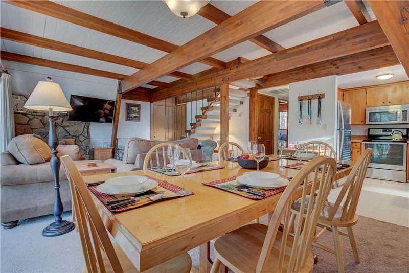 6 Sunriver-Vacation-Rental---3-Hare-Lane---Overview-2