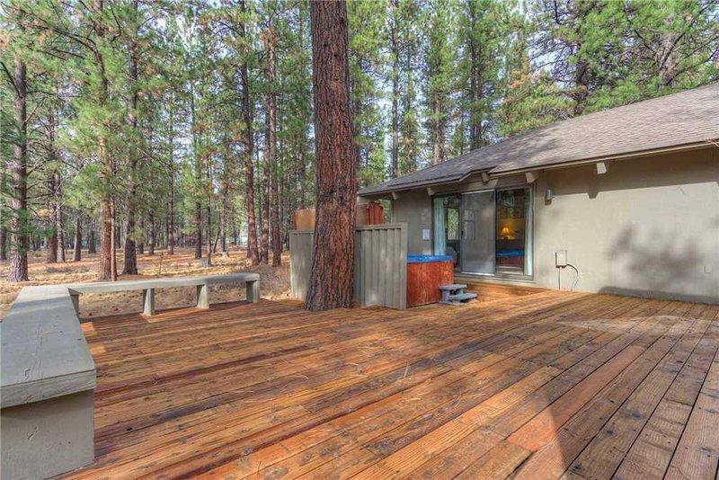 20-Sunriver-Vacation-Rental---1-Quartz-Mt-Lane---Exterior-Back-Deck-1