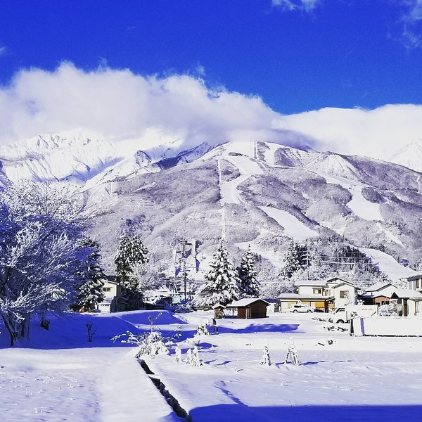 Hakuba Downtown Apartments. Stunning Alps views from stylish 2 Bedroom Apartment, holiday rental in Chubu