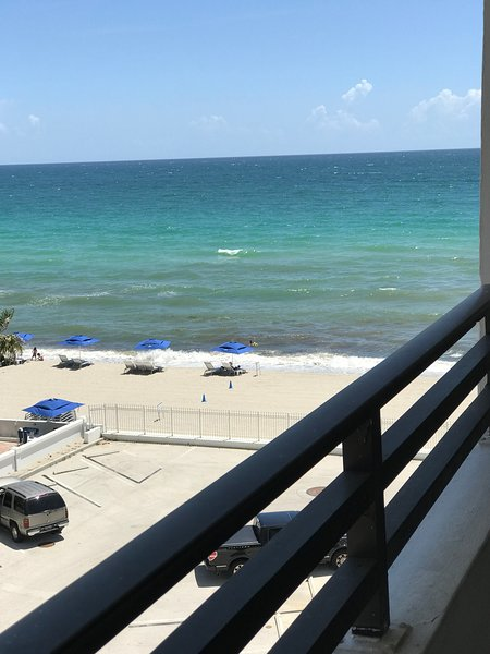Oceanfront condo with great ocean views, holiday rental in Hallandale Beach