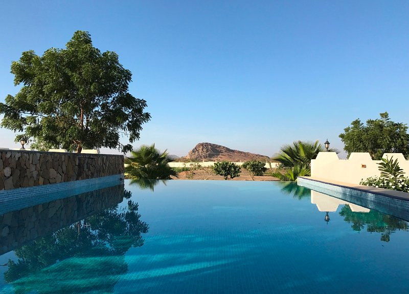 Luxury farmstay cabin; infinity + plunge pool; close Sinaw, Ibra, Wahiba Sands, aluguéis de temporada em Ash-Sharqiyah Governorate