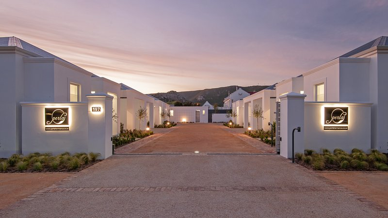 Perla is a new exclusive security complex of five luxury self-catering units., casa vacanza a Overberg District