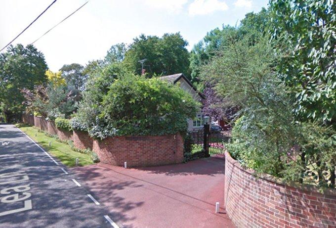 Wood Lodge es una casa de entrada en Lea Lane, un camino rural.