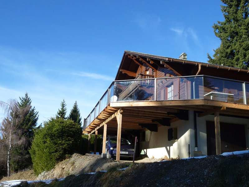 Beautiful Traditional Swiss Chalet, vacation rental in Bex