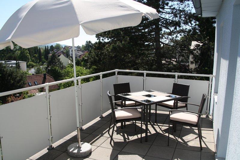 südseitige Terrasse mit Sitzmöbel