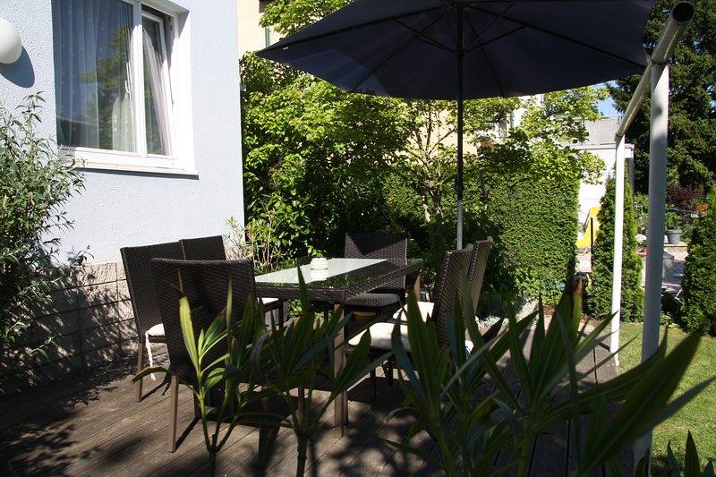 Gartenterrasse mit Sitzmöbel