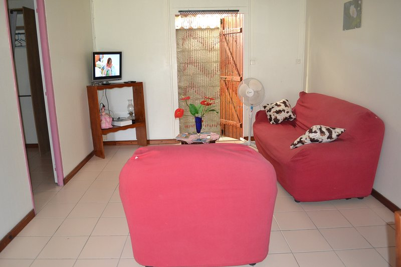 Spacious house with terrace & Wifi, holiday rental in Morne-A-l'Eau