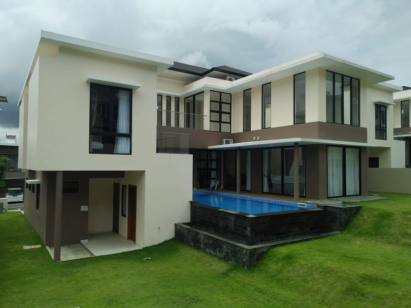 SleepRest - Nagoya Valley, holiday rental in Riau Islands Province