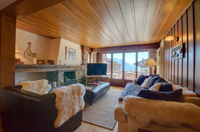 Chalet style apartment in Verbier(Triple Aspect), Valais, Switzerland, holiday rental in Bagnes