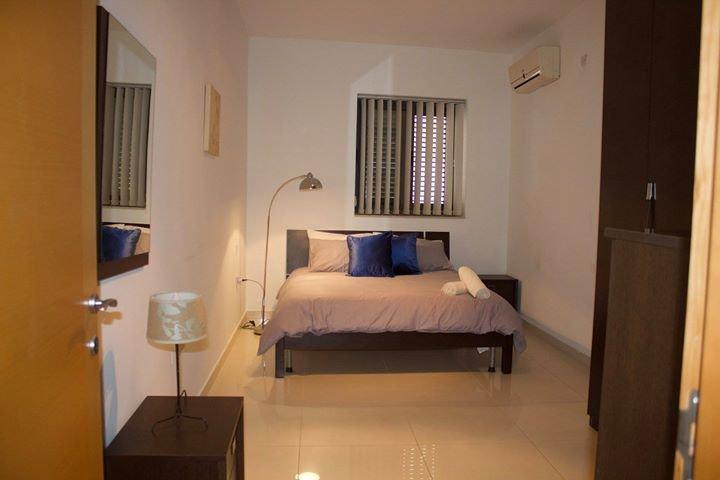 St. Julian's Side Sea View 2 Bedroom Apartment, vacation rental in San Gwann