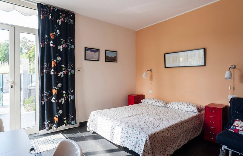 Etna Holiday Home,studio Melograno, holiday rental in Nicolosi