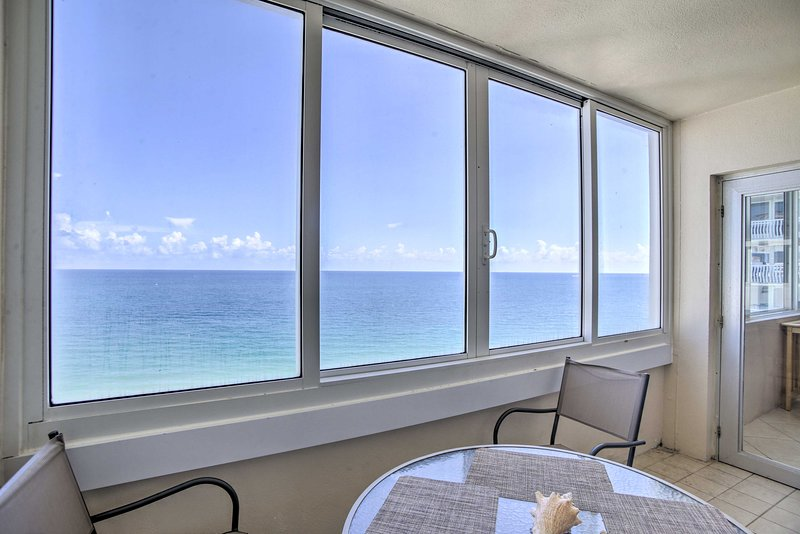 Luxe Waterfront Ft Lauderdale Condo w/Beach & Pool, holiday rental in Fort Lauderdale