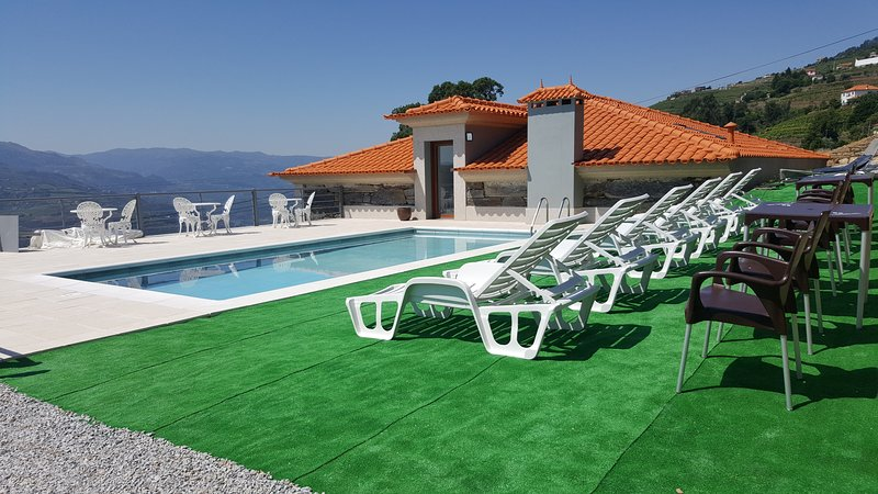 Spacious villa with swimming-pool, location de vacances à Vila Real