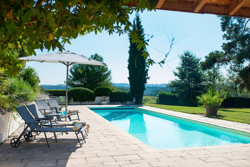 Lalanne-Trie Villa Sleeps 8 with Pool - 5049469, location de vacances à Puydarrieux