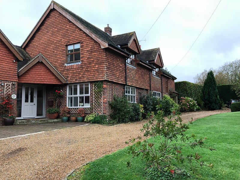 Lovely 5 bedroom home Goodwood.. Ideal for Summer self isolation. Discount 2 wk, vacation rental in Eartham