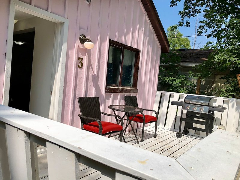 Cottage Experience with Vintage Charm & a Touch of Luxury #3, casa vacanza a Stayner