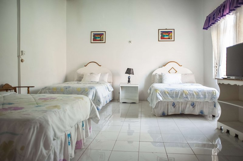 Triple Room At Diamond Villa & Suites, Ferienwohnung in Hopewell
