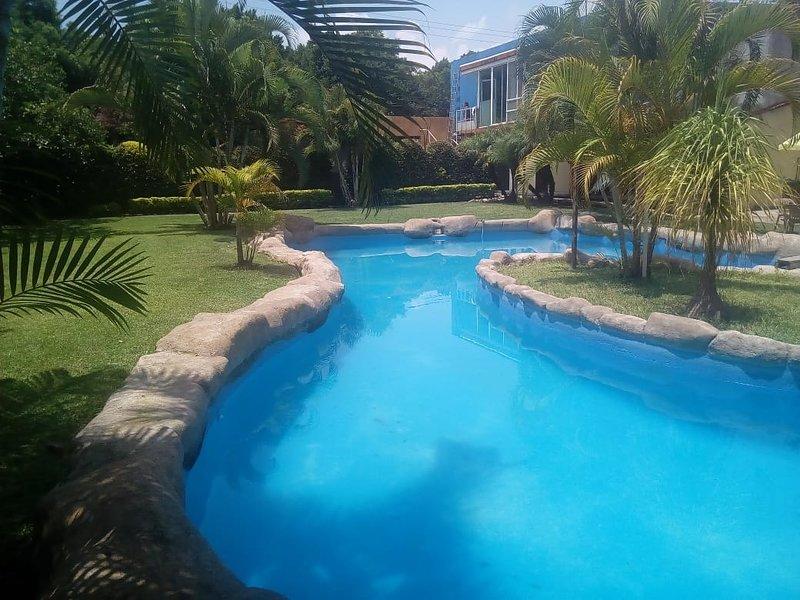 RENTA CASA FIN DE SEMANA, VACACIONAL. COCOYOC, CERCA SIXFLAGS OAXTEPEC., holiday rental in Yautepec