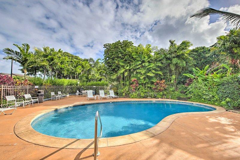 Entspannen Sie am Pool im Kapa'a Sands Resort.