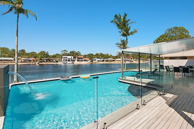 Tahiti Pearl in Palm Beach - Stunning, pet friendly and absolute waterfront!, vacation rental in Burleigh Waters