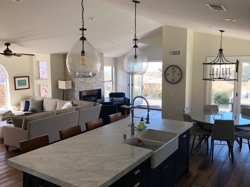 Recently Renovated Beach Home with Hot Tub and Views, holiday rental in Laguna Beach
